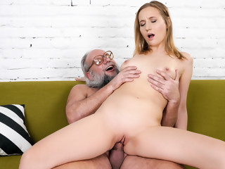 Kiki Cyrus & Albert in Kiki's Fun With A Horny Old Man - 21Sextreme