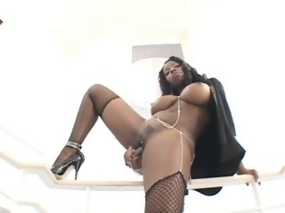 Amazing ebony babe makes guy come twice