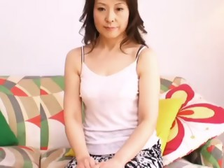 Oriental mom seduces a young man to fulfill her sexual fantasies