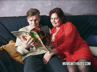 Mom Shows The Differences between Porn And Real Love