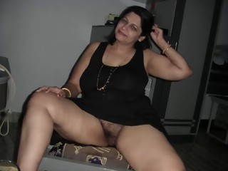 Arab Aunty giving oral-service