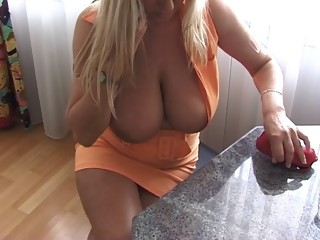 Blonde kinky MILF gets fucked in her aged pussy hard